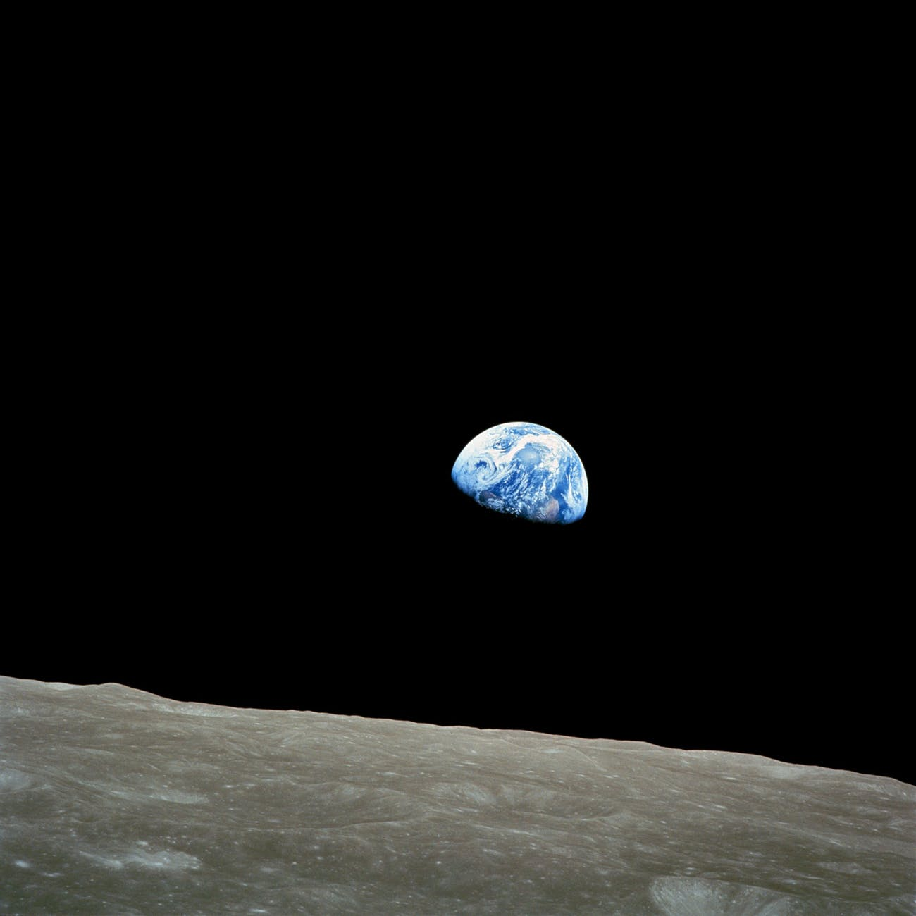 earth-soil-creep-moon-lunar-surface-87009.jpeg